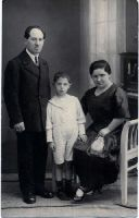 Nathan Gurevich and his family- photo taken September 21- 1922.