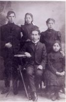 Horwitz Brothers and Sisters: Morris, Florence, Ida and Bessie with their older brother Nathan just before the they left Europe for America.