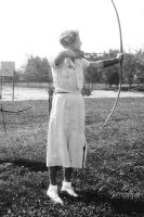 Shelah teaching class in archery at U of U.
