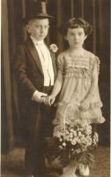 Milton & Beatrice (daughter of Morris) Horwitz- cousins. Milton was 3 years older.
